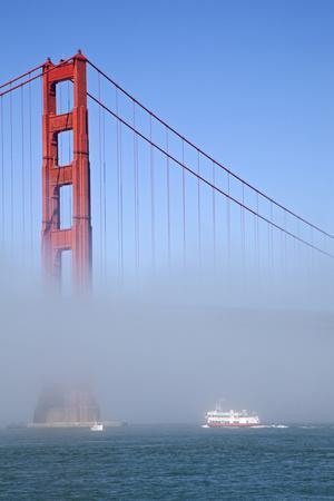 https://imgc.allpostersimages.com/img/posters/golden-gate-bridge-and-ferry-in-fog-san-francisco-california-usa_u-L-PN71NZ0.jpg?artPerspective=n