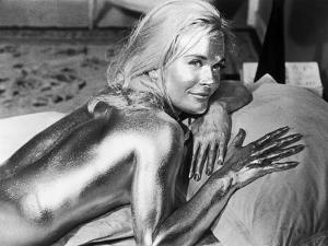 GOLDFINGER, 1964 directed by GUY HAMILTON Shirley Eaton (b/w photo)