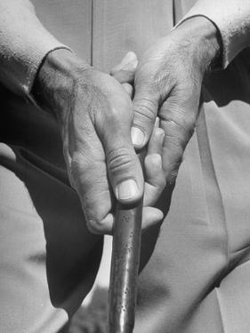 Golfer Ben Hogan Demonstrating Reverse Overlapping Putting Grip