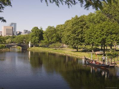 https://imgc.allpostersimages.com/img/posters/gondola-on-storrow-lagoon-charles-river-boston-massachusetts-new-england-usa_u-L-P1K22Q0.jpg?p=0