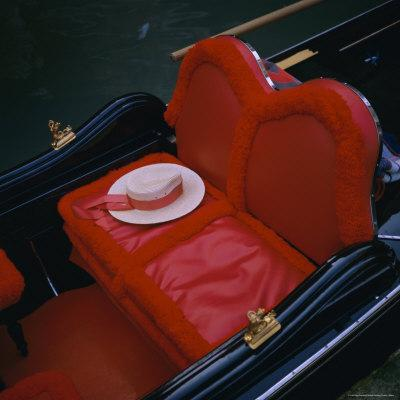 https://imgc.allpostersimages.com/img/posters/gondola-seat-and-gondolier-s-hat-venice-veneto-italy-europe_u-L-P2QVNV0.jpg?p=0