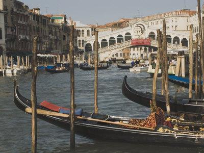 https://imgc.allpostersimages.com/img/posters/gondolas-grand-canal-and-rialto-bridge-venice-unesco-world-heritage-site-veneto-italy_u-L-P1FGF30.jpg?p=0