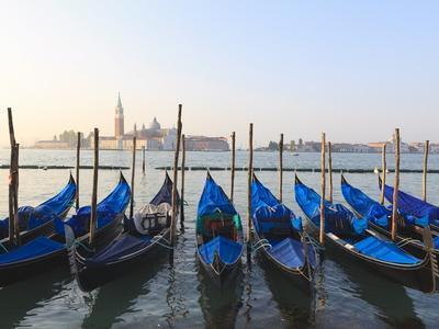 https://imgc.allpostersimages.com/img/posters/gondolas-on-the-lagoon-san-giorgio-maggiore-in-the-distance-venice-veneto-italy_u-L-PFO3WV0.jpg?p=0