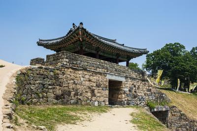 https://imgc.allpostersimages.com/img/posters/gongsanseong-castle-gongju-south-chungcheong-province-south-korea-asia_u-L-PQ8MWZ0.jpg?p=0