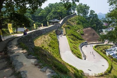 https://imgc.allpostersimages.com/img/posters/gongsanseong-castle-gongju-south-chungcheong-province-south-korea-asia_u-L-PQ8MXB0.jpg?p=0