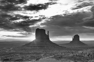 Monument Valley 03 by Gordon Semmens
