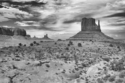 Monument Valley 05 by Gordon Semmens