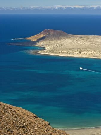 https://imgc.allpostersimages.com/img/posters/graciosa-island-canary-islands-spain-atlantic-europe_u-L-PFNUNH0.jpg?p=0