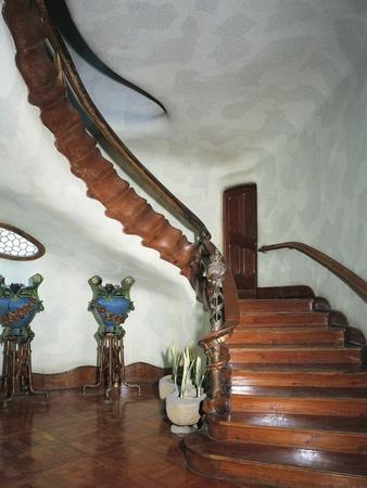 https://imgc.allpostersimages.com/img/posters/grand-staircase-batllo-house-barcelona_u-L-PPBQC00.jpg?p=0