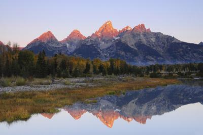 https://imgc.allpostersimages.com/img/posters/grand-tetons-at-sunrise-grand-teton-national-park-wyoming-usa_u-L-PN73BG0.jpg?p=0