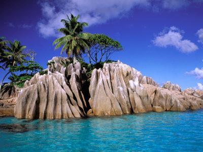 https://imgc.allpostersimages.com/img/posters/granite-outcrops-la-digue-island-seychelles-africa_u-L-P588J80.jpg?p=0