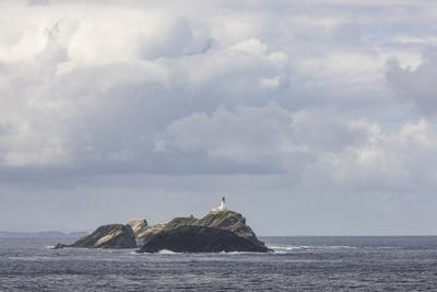 https://imgc.allpostersimages.com/img/posters/great-britain-scotland-shetland-unst-out-stack-lighthouse_u-L-Q1EYCQ30.jpg?artPerspective=n