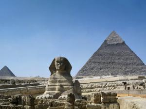 Great Sphinx and Pyramid of Khephren and Menkaure (to left) 4th dynasty, Giza, Egypt