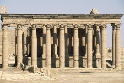 https://imgc.allpostersimages.com/img/posters/great-temple-of-hatra_u-L-PPQTV50.jpg?p=0