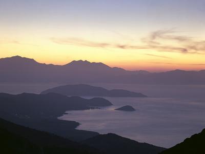 https://imgc.allpostersimages.com/img/posters/greece-crete-agios-nikolaos-mirabello-bay-sunset_u-L-Q11YUI20.jpg?p=0