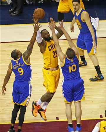 2015 NBA Finals- Game Three