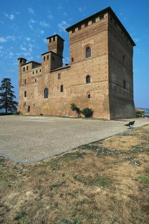 https://imgc.allpostersimages.com/img/posters/grinzane-cavour-castle-13th-century-langhe-piedmont-italy_u-L-PW2YB20.jpg?p=0