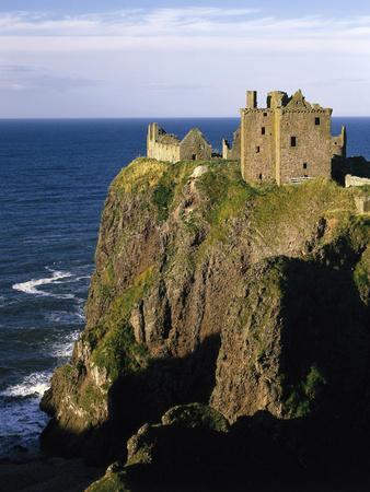 https://imgc.allpostersimages.com/img/posters/grov-britannien-schottland-grampian-nahe-stonehaven-dunnottar-castle-burgruine-burg_u-L-Q11YNRU0.jpg?p=0