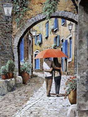 Abbracciati Sotto l'arco by Guido Borelli