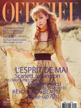 L'Officiel, May 2008 - Christina Ricci Porte une Robe en Organza Jaune Imprimé Abstrait, Prada by Guy Aroch