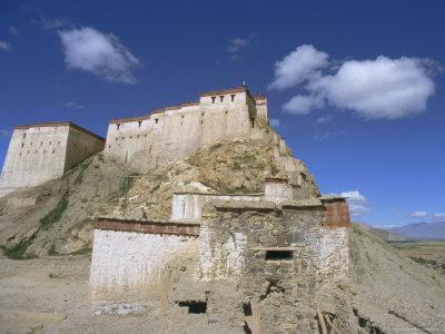 https://imgc.allpostersimages.com/img/posters/gyangze-dzong-monastery-gyangze-gyantse-tibet-china_u-L-P1T9GD0.jpg?artPerspective=n