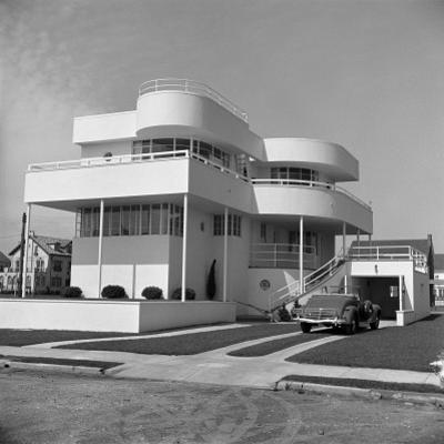 Art Deco Beach House by H. Armstrong Roberts