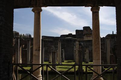 https://imgc.allpostersimages.com/img/posters/hadrian-s-villa-maritime-theatre-2nd-century-italy_u-L-PW2VL50.jpg?p=0
