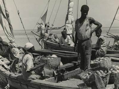 https://imgc.allpostersimages.com/img/posters/haitian-vendors-on-a-sailboat-1941_u-L-PPQUAJ0.jpg?p=0
