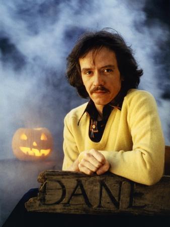 https://imgc.allpostersimages.com/img/posters/halloween-1978-directed-by-john-carpenter-john-carpenter-director-photo_u-L-Q1C3Y3Z0.jpg?artPerspective=n