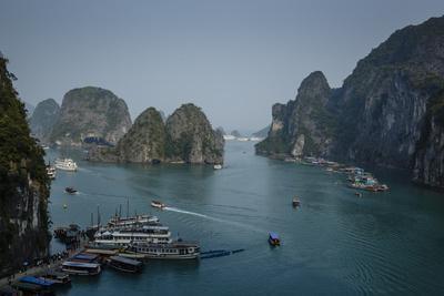 https://imgc.allpostersimages.com/img/posters/halong-bay-unesco-world-heritage-site-vietnam-indochina-southeast-asia-asia_u-L-PWFRLC0.jpg?p=0