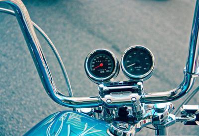 Handlebars and Gauges on Harley Davidson
