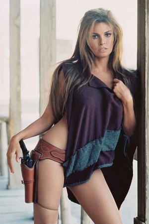 https://imgc.allpostersimages.com/img/posters/hannie-caulder-1971-rachel-welch-photo_u-L-Q1C3K1R0.jpg?artPerspective=n