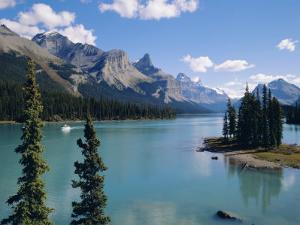 Maligne Lake, Rocky Mountains, Alberta, Canada by Hans Peter Merten