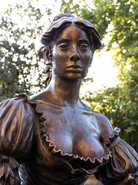 Molly Malone Statue, Grafton Street, Dublin, Republic of Ireland, Europe by Hans Peter Merten