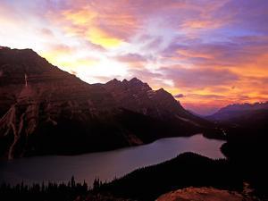 Peyto Lake, Banff Nationalpark, Canada by Hans Peter Merten