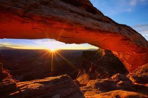 Sunrise at Mesa Arch by Hansrico Photography