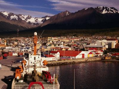 https://imgc.allpostersimages.com/img/posters/harbour-of-city-ushuaia-argentina_u-L-P4CHZ90.jpg?p=0