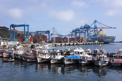 https://imgc.allpostersimages.com/img/posters/harbour-valparaiso-chile_u-L-PWFCK20.jpg?p=0