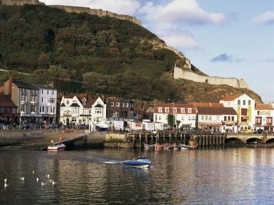 https://imgc.allpostersimages.com/img/posters/harbour-with-castle-on-hill-above-scarborough-yorkshire-england-united-kingdom_u-L-P1TB2C0.jpg?p=0