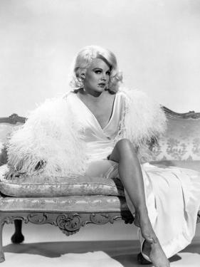 HARLOW, 1965 directed by GORDON DOUGLAS Carroll Baker (b/w photo)