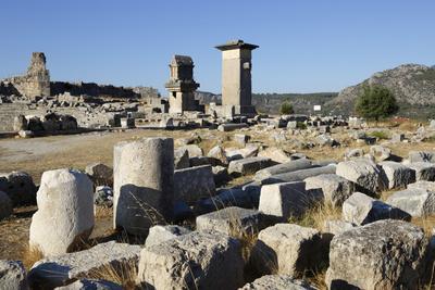 https://imgc.allpostersimages.com/img/posters/harpy-monument-and-lycian-tomb-xanthos-kalkan-lycia-anatolia-turkey-asia-minor-eurasia_u-L-PWFDHU0.jpg?p=0