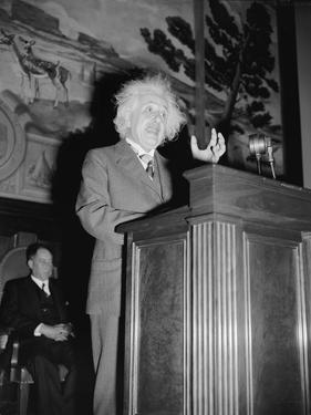 Albert Einstein speaking, c.1940 by Harris & Ewing