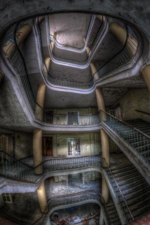 https://imgc.allpostersimages.com/img/posters/haunted-interior_u-L-Q10DP800.jpg?p=0
