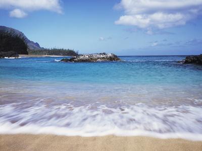 https://imgc.allpostersimages.com/img/posters/hawaii-kauai-a-wave-from-the-pacific-ocean-splashes-lumahai-beach_u-L-PU3N4X0.jpg?p=0