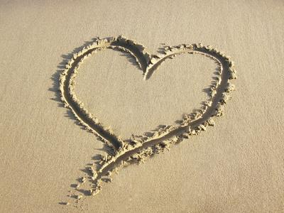 https://imgc.allpostersimages.com/img/posters/heart-drawn-in-the-sand-of-a-beach_u-L-Q106M0D0.jpg?artPerspective=n
