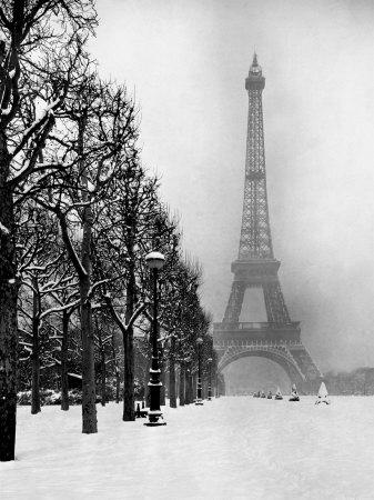 https://imgc.allpostersimages.com/img/posters/heavy-snow-blankets-the-ground-near-the-eiffel-tower_u-L-P3MGIE0.jpg?artPerspective=n