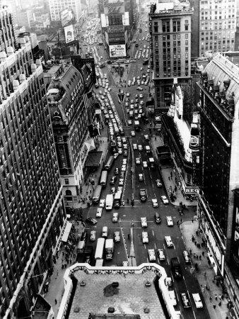 https://imgc.allpostersimages.com/img/posters/heavy-traffic-moves-along-broadway-and-seventh-avenue_u-L-Q10OQ320.jpg?artPerspective=n
