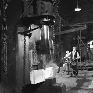 Shaping Metal with a Steam Hammer by Heinz Zinram