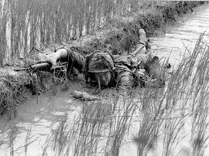 Vietnam War US Troops by Henri Huet
