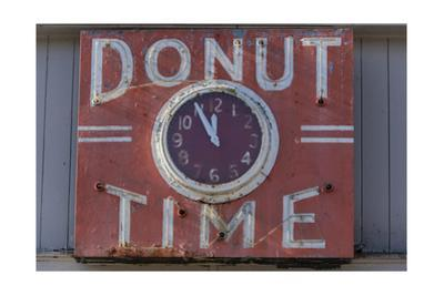 """Donut Timr"" Clock, Close-Up by Henri Silberman"